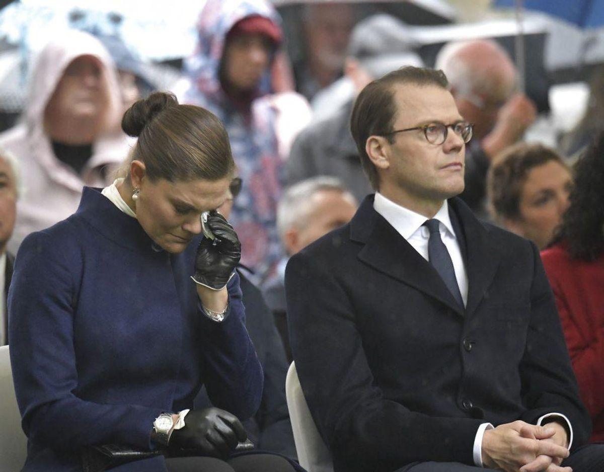 Flere gange måtte kronprinsessen have lommetørklædet frem. Foto: Janerik Henriksson/TT/Ritzau Scanpix.