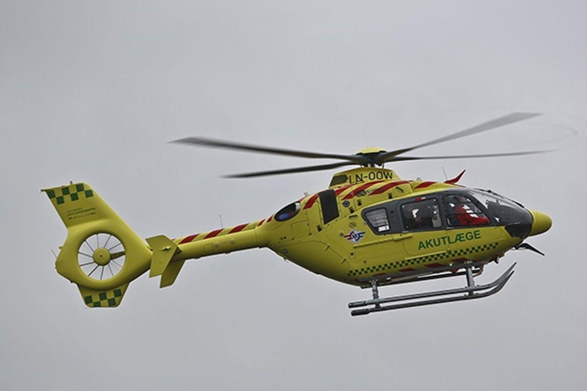 Den unge mand blev fløjet til Odense efter ulykken. KLIK for mere info. Foto: René Lind Gammelmark