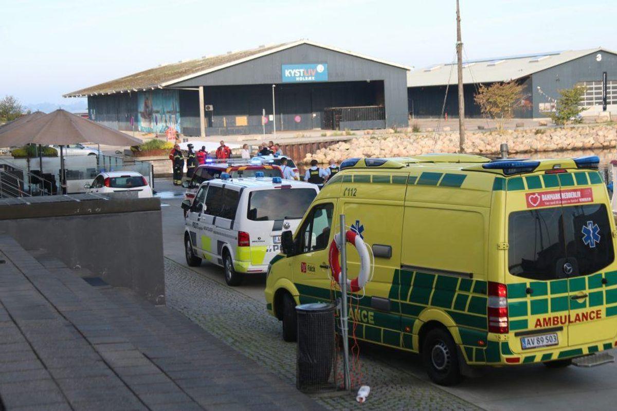 En yngre kvinde er druknet. Politiet arbejde på at få hende identificeret. KLIK for flere billeder. Foto: Presse-fotos.dk.