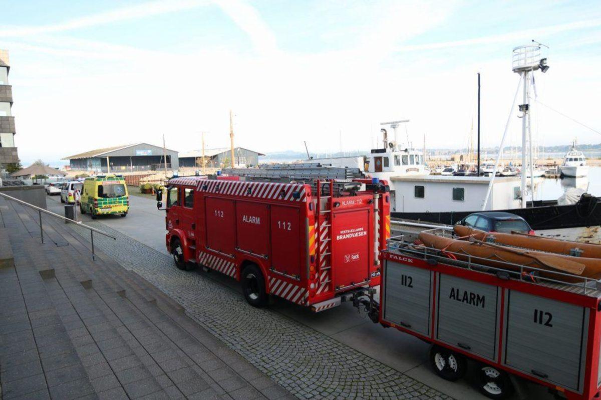 En yngre kvinde er druknet. Politiet arbejde på at få hende identificeret. Foto: Presse-fotos.dk.