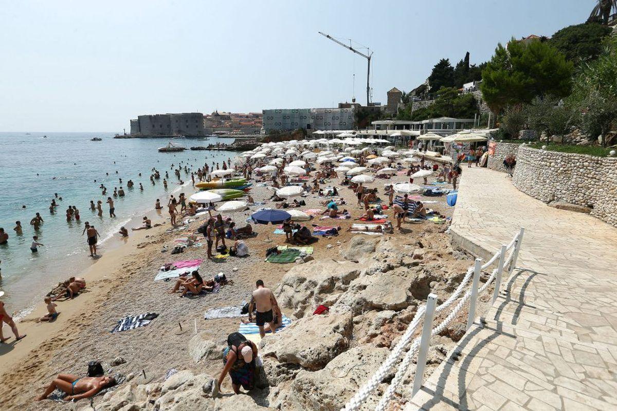 Det er yderst populært at bade omkring Dubrovnik by. Foto: Scanpix