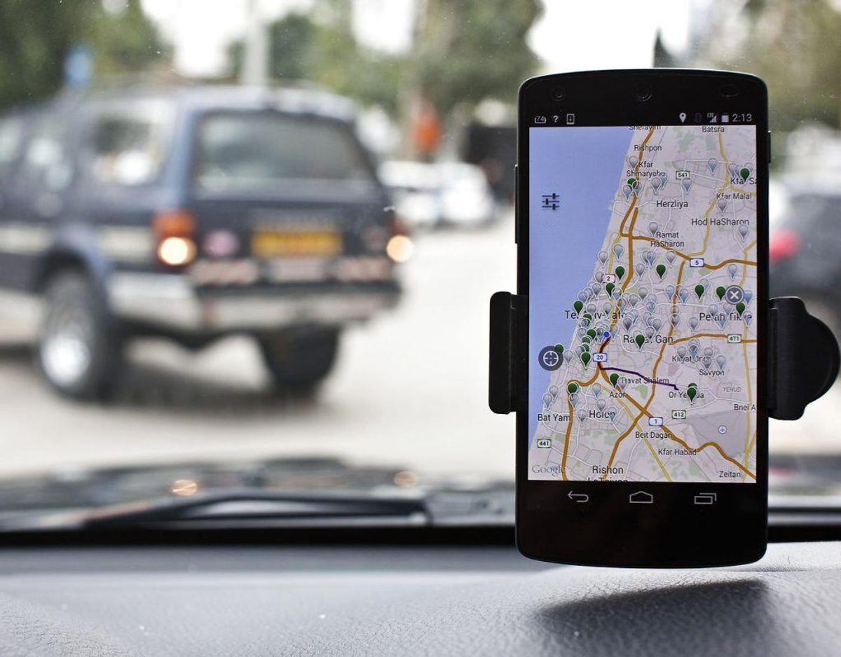 35 procent har tastet på GPS- eller navigationsanlæg, mens de kørte bil. Foto: Scanpix