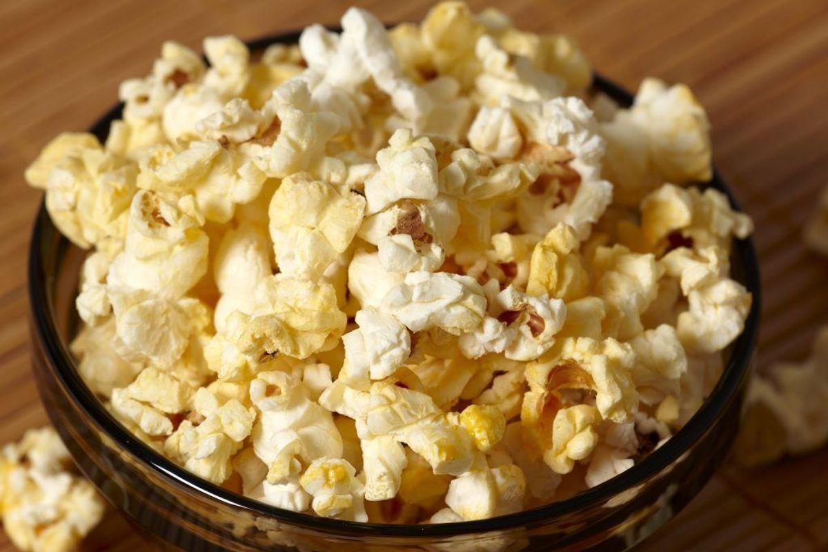 Der er fundet insekter i popcorn-majs fra Rema 1000. De er solgt i hele landet. Foto: Colourbox.