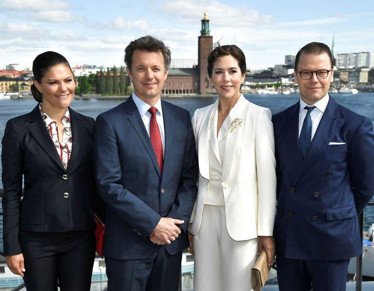 I den tid tager han og kronprinsesse Mary imod kronprinsesse Victoria og prins Daniel i forbindelse med en erhvervsfremstød i København, ligesom også det danske kronprinspar var på i Sverige. Foto: Scanpix
