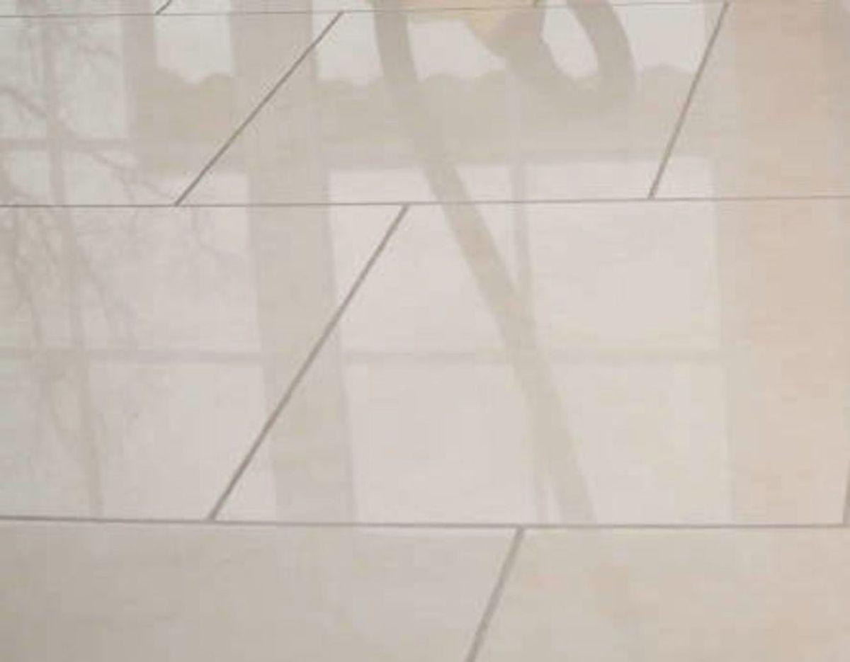 Det anbefales i øvrigt, at du investerer i en damprenser til gulvene. Det bliver renere og går hurtigere end en traditionel moppe. Foto: Scanpix