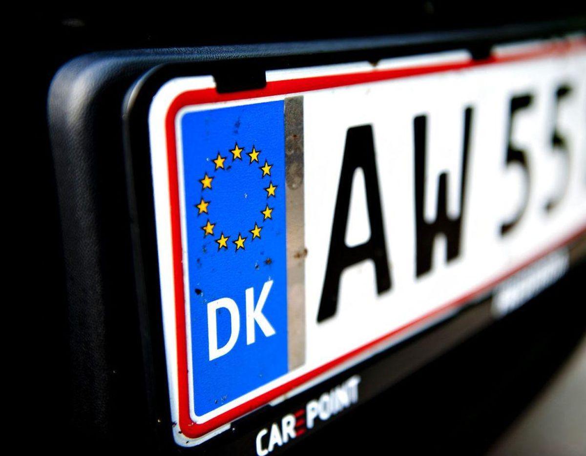 Kunne du finde på at skifte nummerplade til en med dannebrog i stedet for EU-flaget? Det er teknisk set muligt, men det kræver dog, at Folketinget synes, det er en god idé. I Galleriet her kan du se en række nummerplader, du dog aldrig kommer i nærheden af som almindelig bilist. (Foto: Claus Fisker/Scanpix 2017)