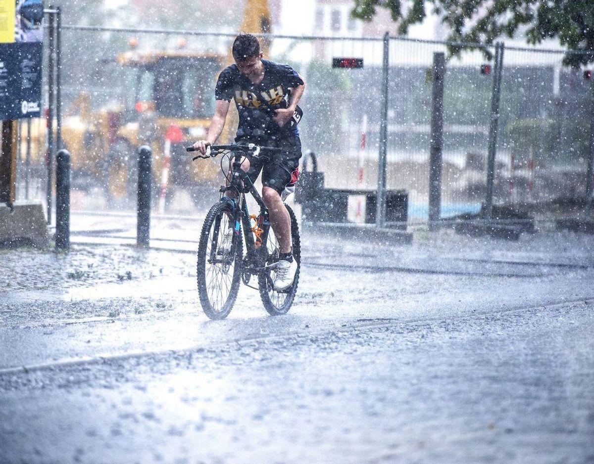 Der kan falde særdeles kraftig regn over Sjælland mandag og tirsdag. Se hvor på næste billede. Foto: Scanpix