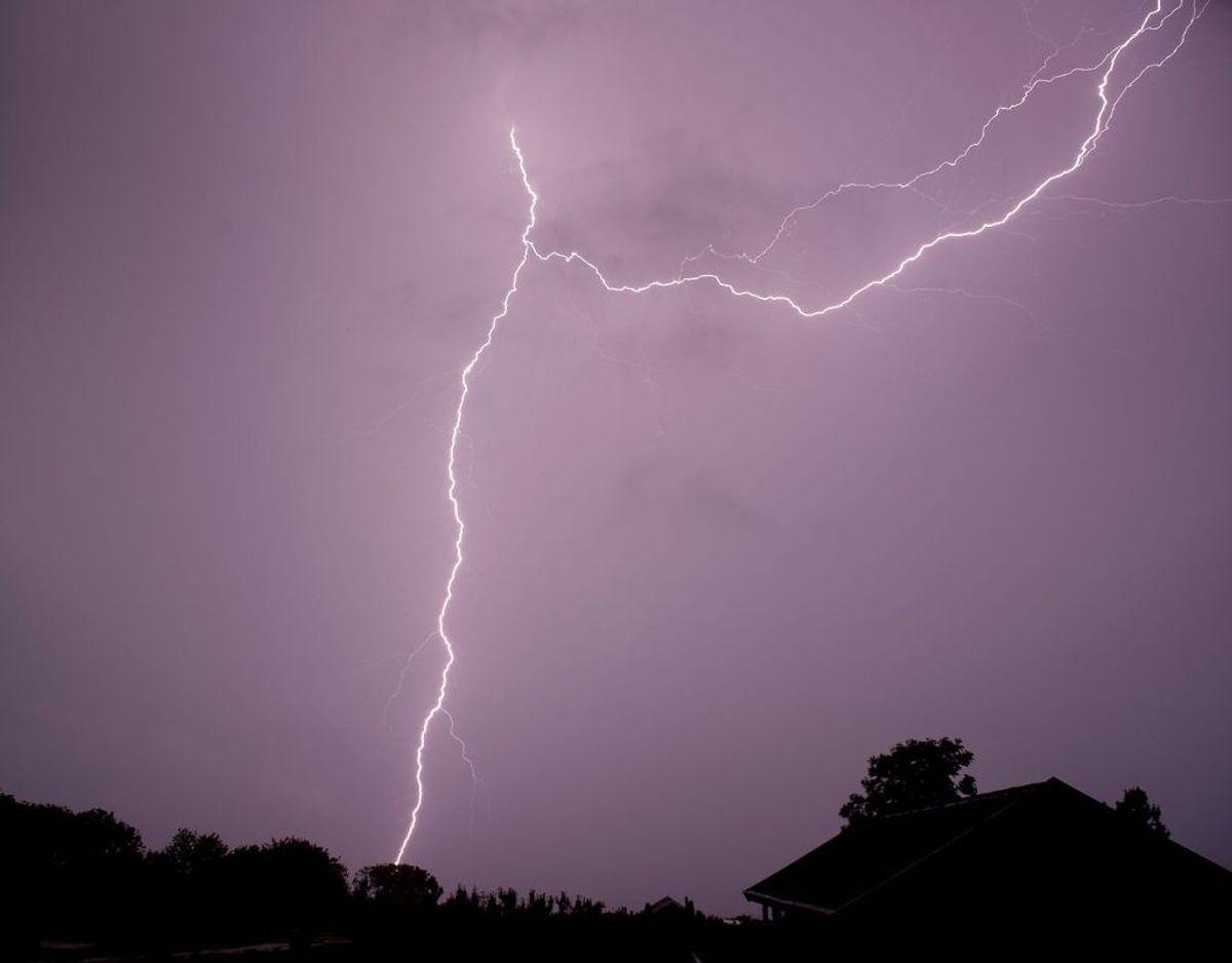 Inden da skal vi gennem søndag, hvor der i Jylland og på Fyn kan komme tordenvejr i løbet af eftermiddagen. Foto: Scanpix