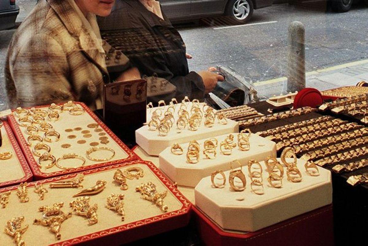 Produkter i både guld og sølv, der ikke bliver brugt til noget derhjemme, kan give lidt ekstra kroner i kassen. Foto: Adrian Dennis/Scanpix KLIK for mere.