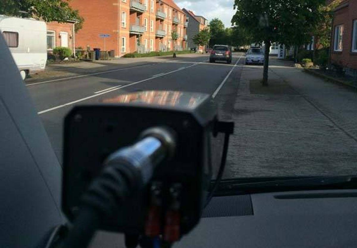 En bilist blev taget med 100 i timen. På en skolevej. KLIK for mere info. Foto: Colourbox.