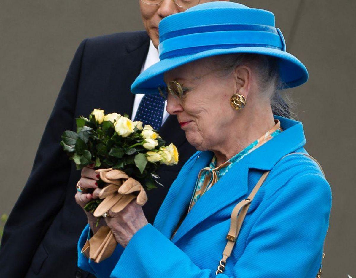 Bernhard Arp Sindberg har også fået en gul rose opkaldt efter sig, som dronningen har duftet. Rosen hedder Nanjing forever – the Sindberg rose. Foto: Scanpix