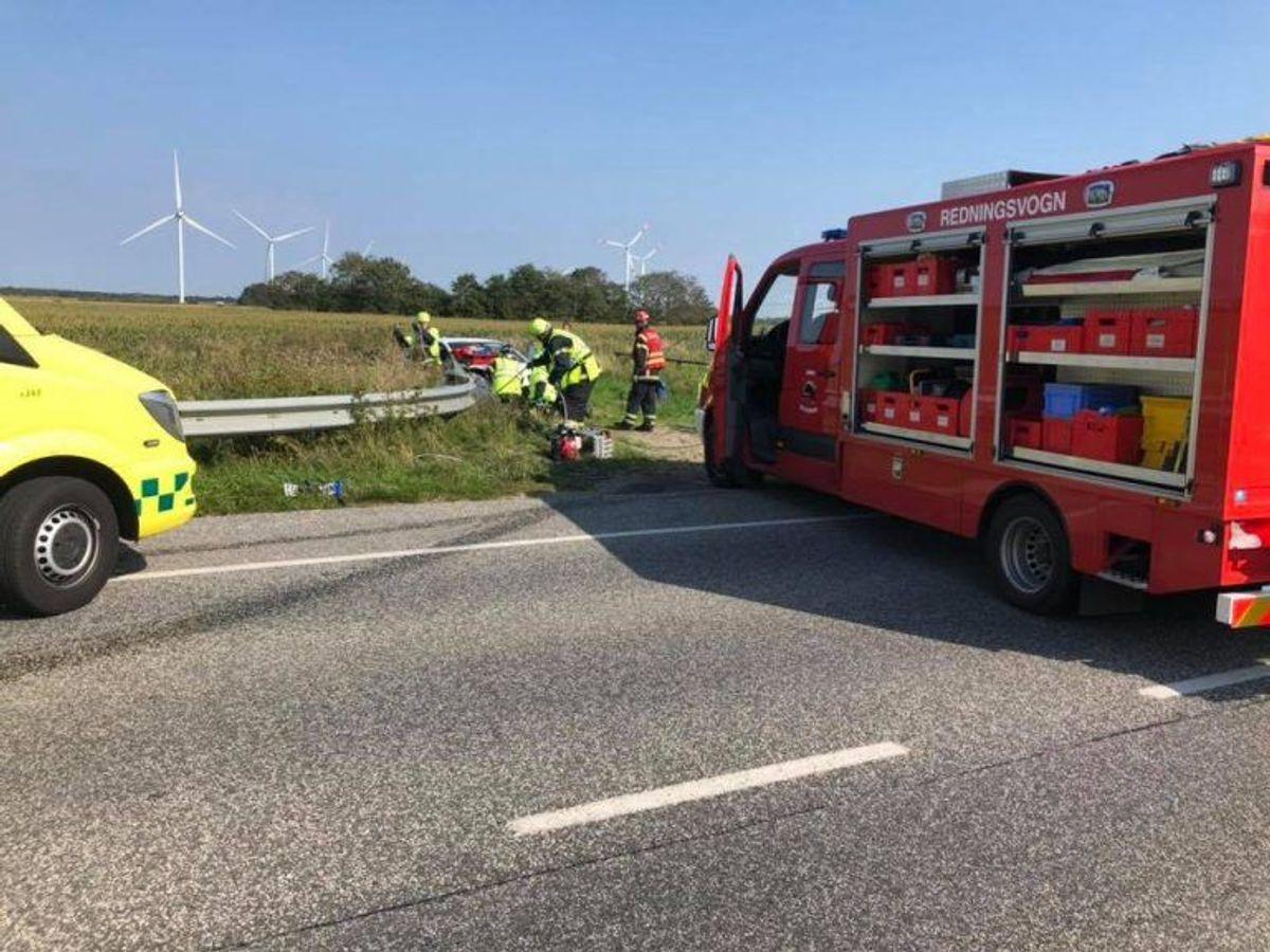 To personbiler var braget frontalt sammen. Foto: Brand & Redning Sønderjylland.
