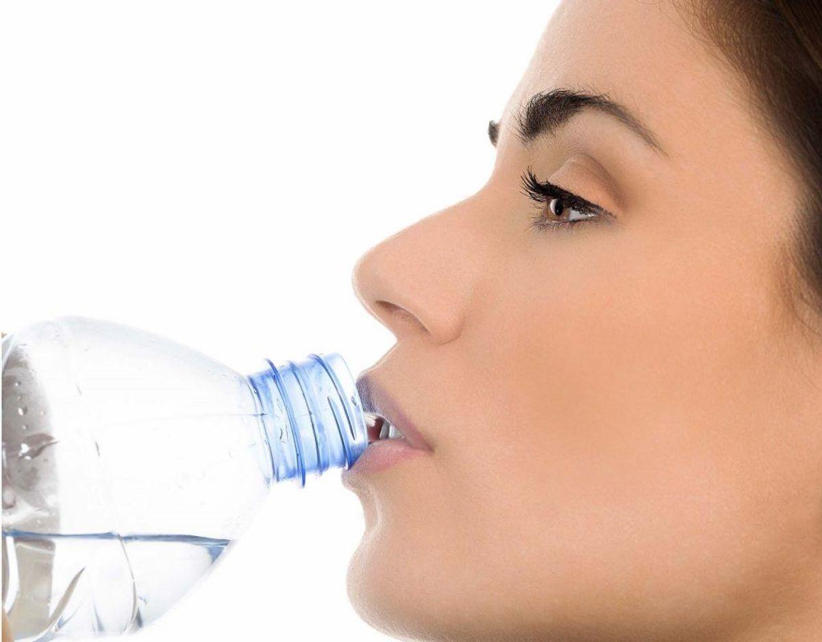 Mildt ubehag er et symptom på, at du ikke drikker nok vand. Genrefoto.