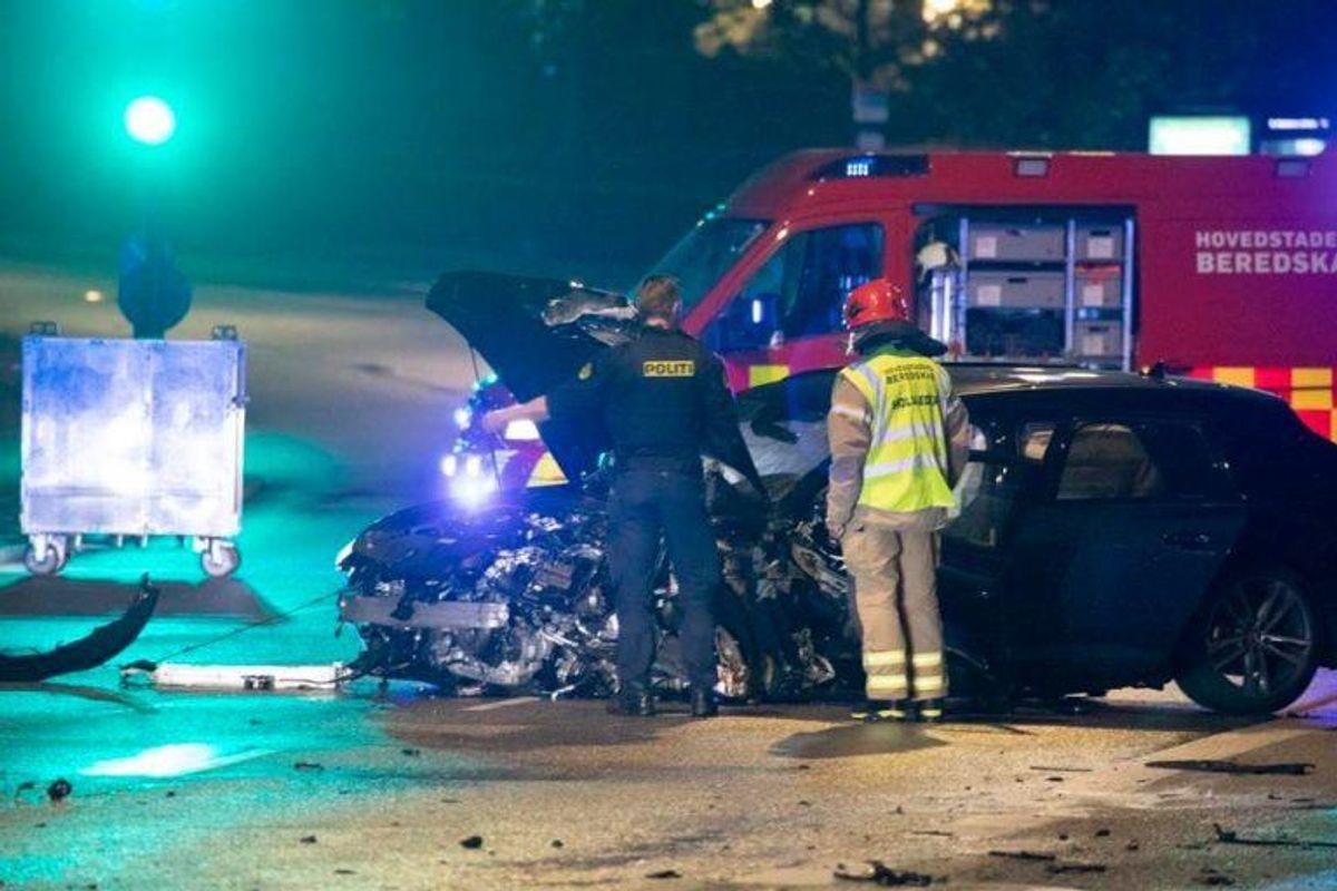 En 35-årig politimand mistede livet i en ulykke på Langebro i København natten til tirsdag. En 25-årig mand er sigtet for uagtsomt manddrab. Foto: Presse-Fotos.dk. KLIK FOR MERE.