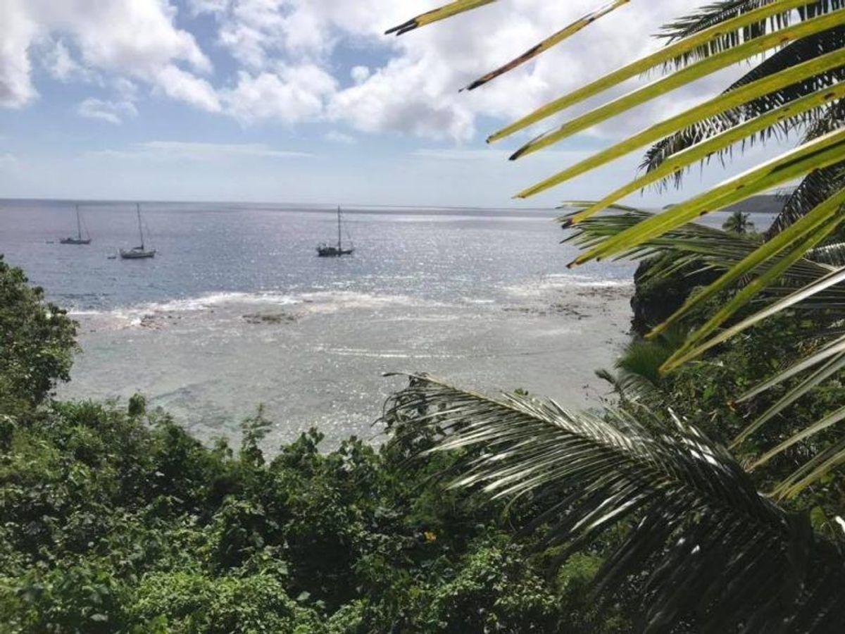 Parret har været på farten siden 2016, og den seneste etape af verdensomsejlingen skulle tage dem fra Niue til kongeriget Tonga. Privatfoto
