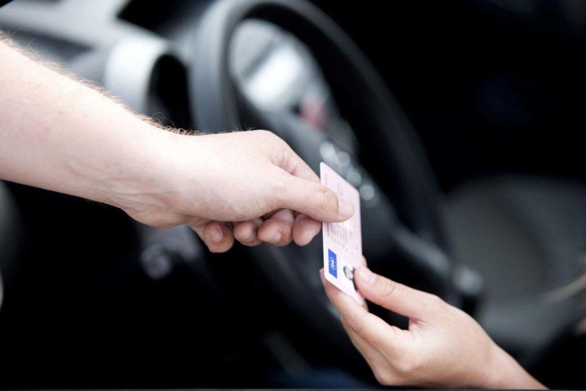 Får du et klip i kørekortet for at køre uden sele, og hvor hurtigt skal du køre, for at det koster et klip? Få svarene i galleriet her, hvor du kan se alle 18 trafikforseelseer, der giver et klip i kørekortet. Foto: Scanpix