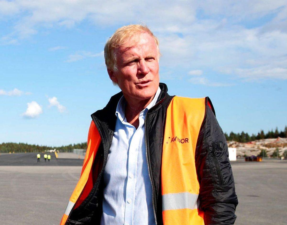 Det var Avinors koncernchef Dag Falk-Petersen der var pilot på flyet. her ses han efter flystyrtet i god behold. Foto: Scanpix. KLIK VIDERE OG SE HVORDAN FLYET BLEV BJERGET.