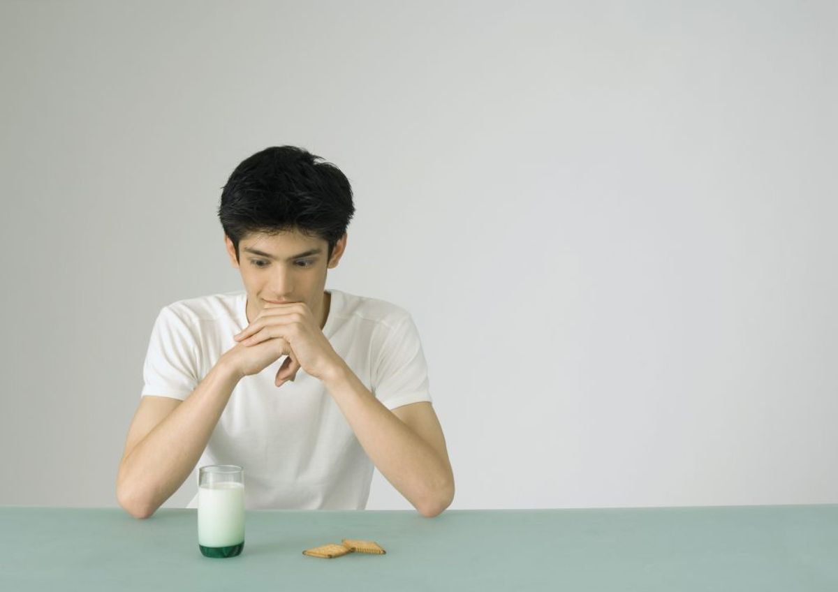 Din appetit ændrer sig. Under stress vil du miste lysten til at spise, skriver Harvard Health Letter. Men er du under længerevarende stress, så vil du pludselig begynde at trøstespise. Foto: Colourbox