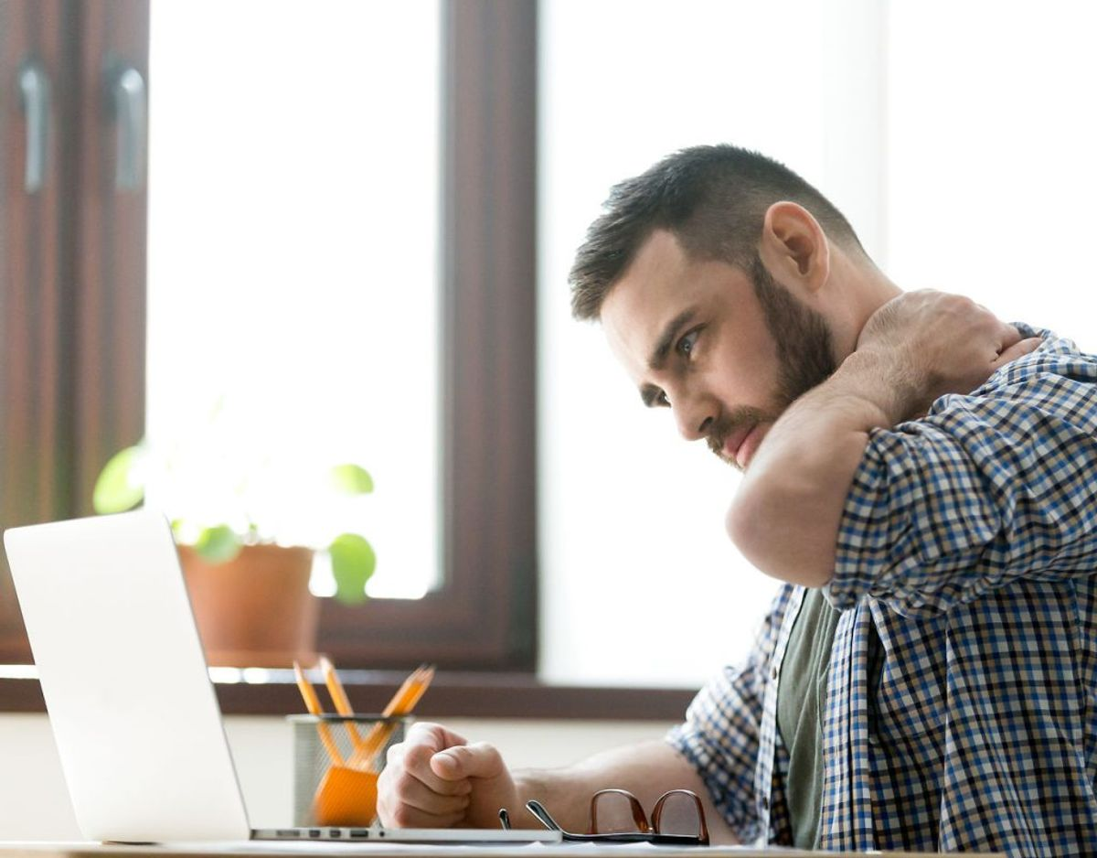 Du oplever spændinger i musklerne, fordi arbejdet holder dig fast i et dårligt miljø. Kilde: Klinisk psykolog Monique Reynolds, Center for Angst og Adfærdsændring i Maryland. Foto: Scanpix