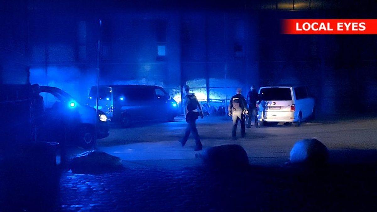 Politiet er massivt til stede efter et knivstikkeri på Christiania. KLIK FOR FLERE BILLEDER. Foto: Local Eyes.