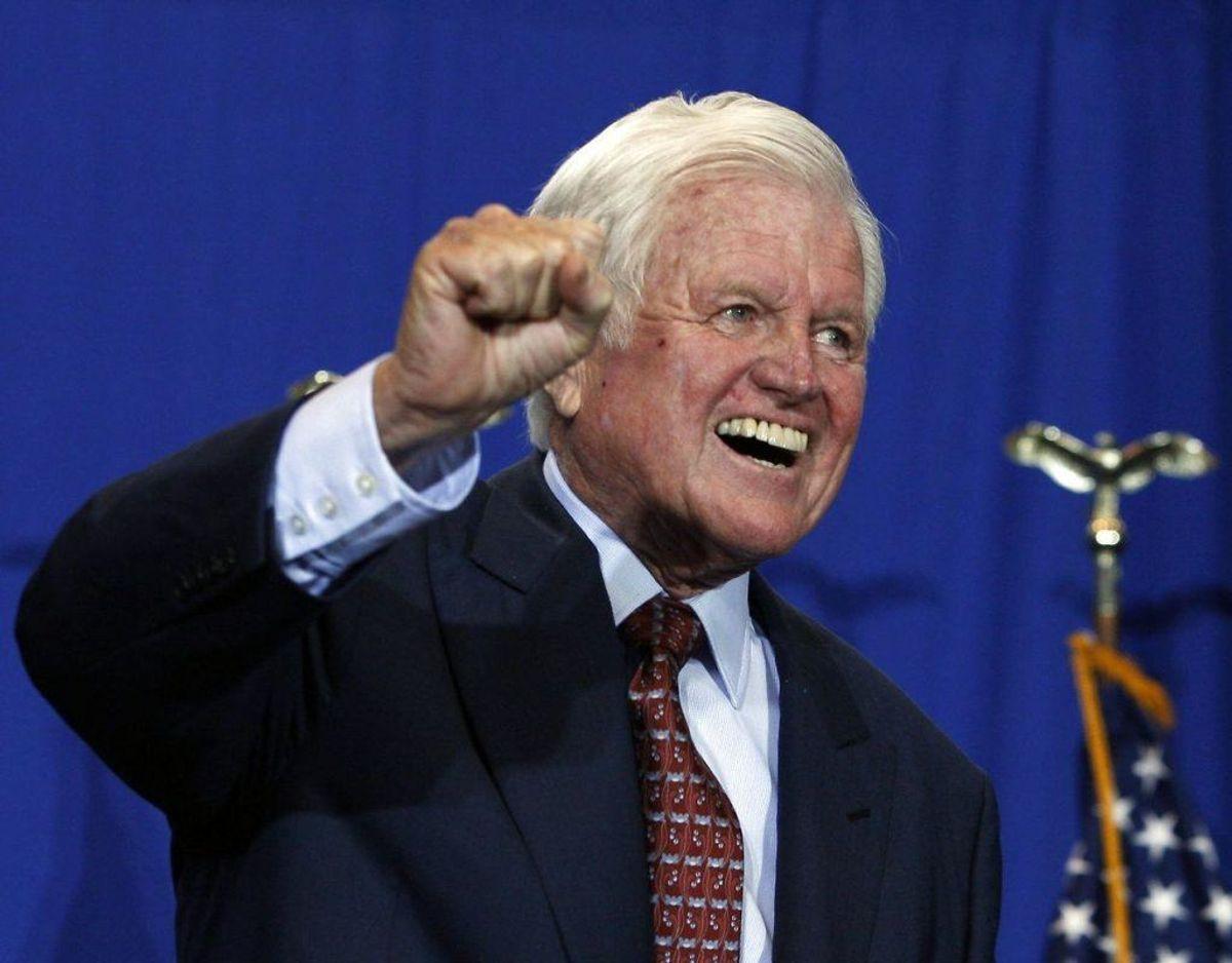 """I 1964 var den yngste af Kennedy-brødrene, Edward """"Ted"""" Kennedy involveret i et flystyrt – en enkelt blev dræbt mens Ted Kennedy var indlagt på sygehuset i ugevis. Ted Kennedy døde i øvrigt i 2009 af en hjernesvulst. Foto: Scanpix."""
