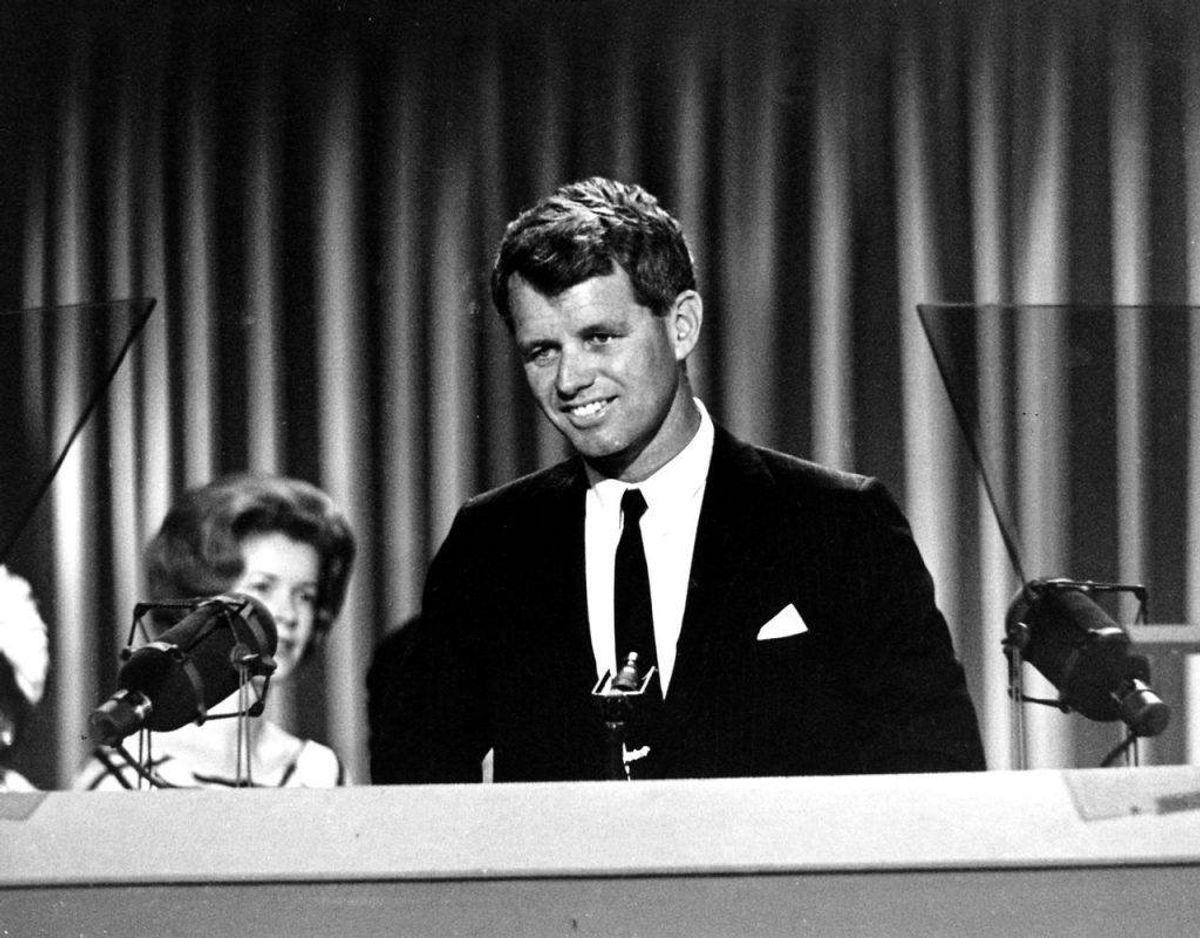 I 1968 blev senator Robert Kennedy – lillebror til John F. Kennedy – skudt og dræbt under et primærvalg i Los Angeles. Foto: Scanpix.