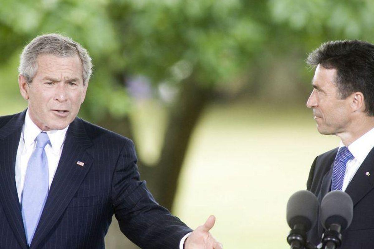 (ARKIV) US daværende præsident George W Bush besøger Danmark. Pressemøde på Marienborg med statsminister Anders Fogh Rasmussen, den 5. juli 2005. (Foto: Jens Nørgaard Larsen/Ritzau Scanpix)