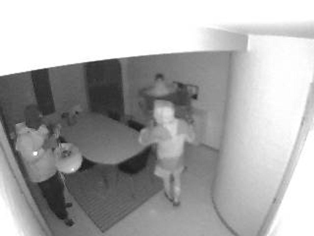 Fyns Politi har frigivet to billeder af røverne. KLIK VIDERE FOR MERE. Foto: Fyns Politi