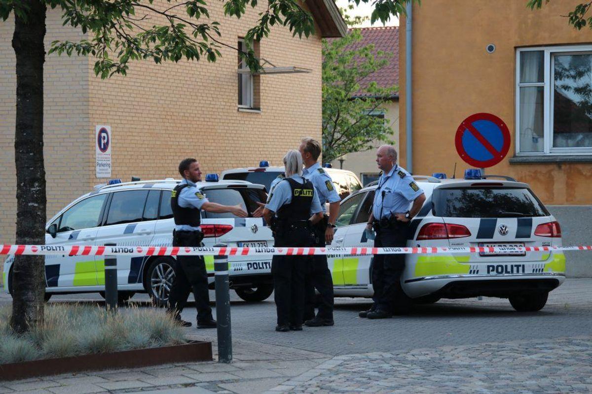 Politiet er talstærkt tilstede i Ringsted mandag aften. KLIK for flere billeder. Foto: Presse-fotos.dk