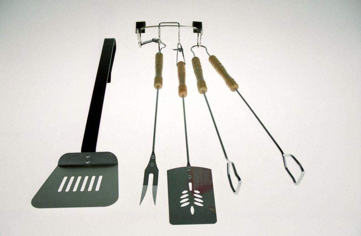Det er vigtigt at bruge en ren grilltang eller en ren gaffel, når kødet er færdigstegt. Foto: Scanpix