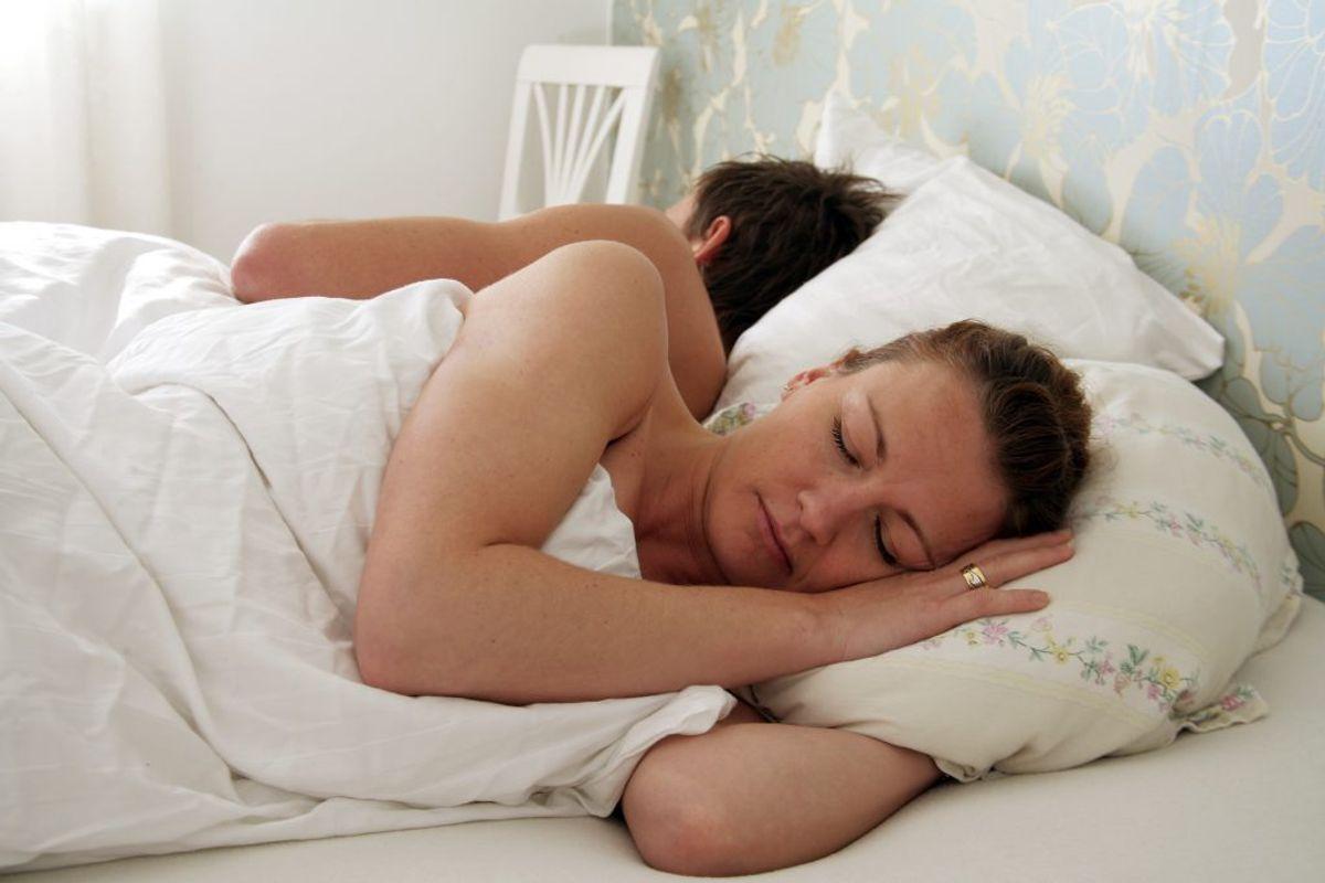 Søvn er også vigtigt for immunforsvaret. Får du under syv timers søvn, har du langt større risiko for at blive smittet. Søvn er også med til at hjælpe dig hurtigere over influenzasmitten, hvis du først er ramt. Foto: Colourbox.
