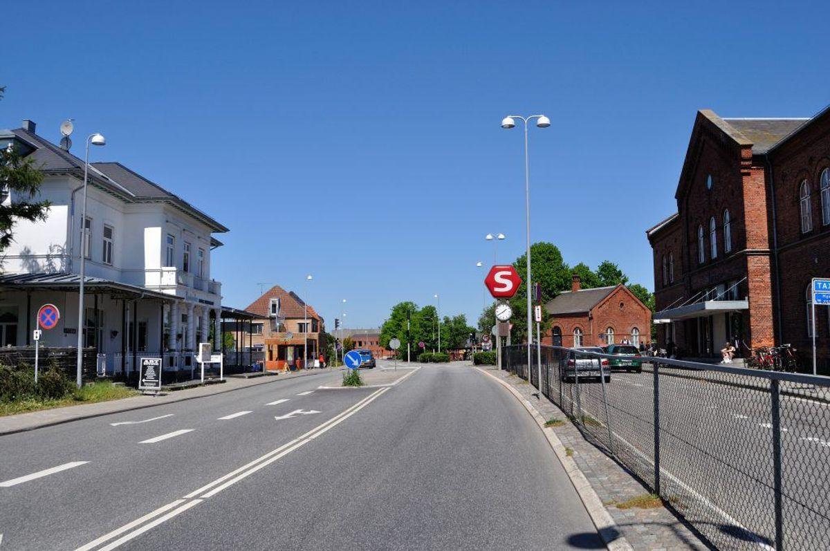 I Hillerød blev der i september sidste år indført en times gratis parkering på kommunens p-pladser, mens det koster ti kroner i timen at holde på en plads ejet af et privat selskab.