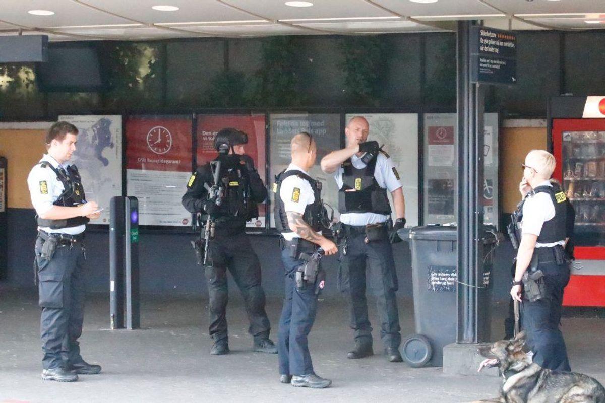 Politiet satte massivt ind. KLIK VIDERE FOR FLERE BILLEDER. Foto: Presse-fotos.dk
