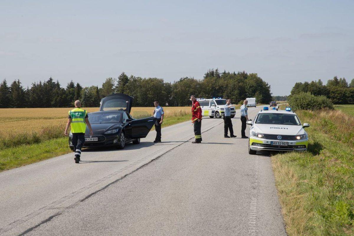 Politiet er massivt til stede efter den voldsomme dødsulykke.  KLIK VIDERE FOR FLERE BILLEDER. Foto: Rasmus Skaftved