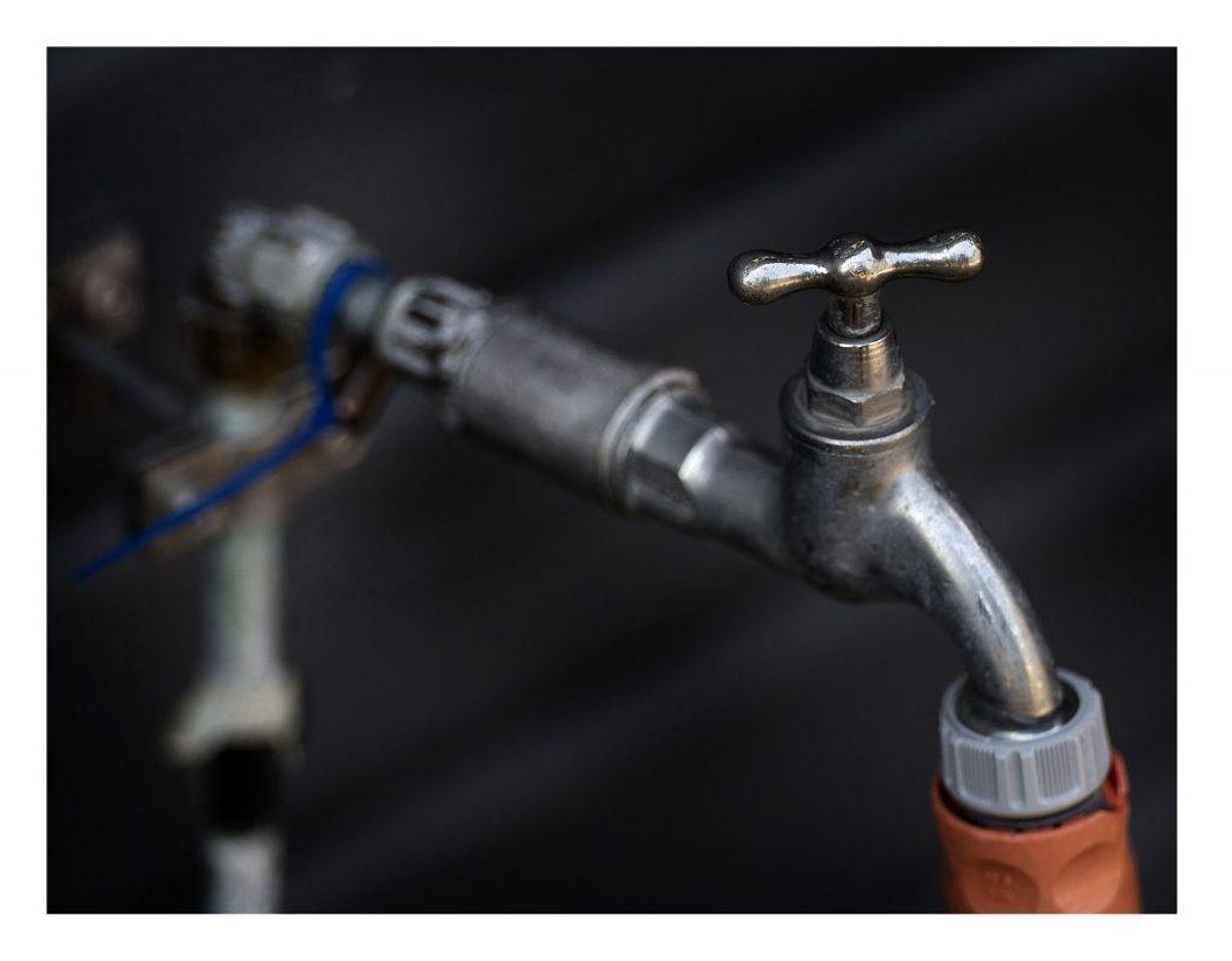 Det er vigtigt at forsøge at undgå vandskader på huset. Når du alligevel er i gang med at sikre huset mod vand, bør du også sikre huset mod indbrud. KLIK VIDERE OG SE, HVORDAN DU SIKRER DIT HUS MOD INDBRUD I FERIEN. Foto: Scanpix.