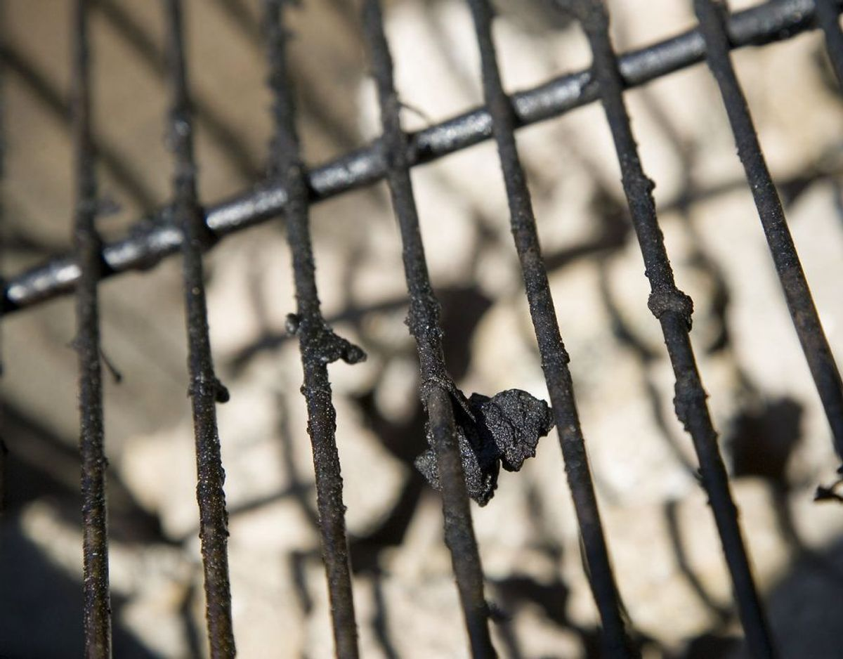 Husk at rense begge sider af grillristen. Kilde: Bolius. Foto: Scanpix