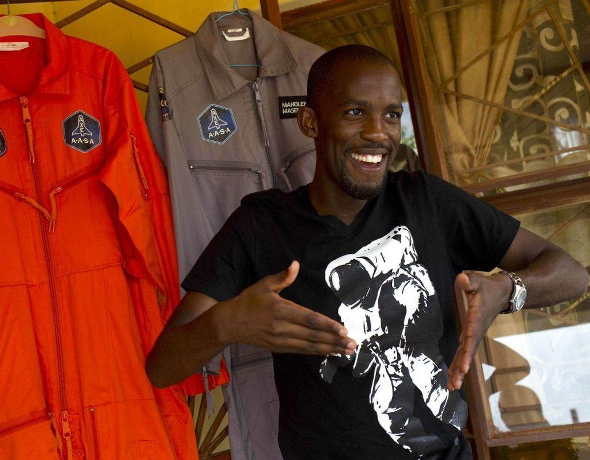 Mandla Maseko kunne være blevet den første, sorte afrikaner i rummet. Lørdag blev han dræbt i en motorcykelulykke. Foto: Scanpix/ALEXANDER JOE / AFP)