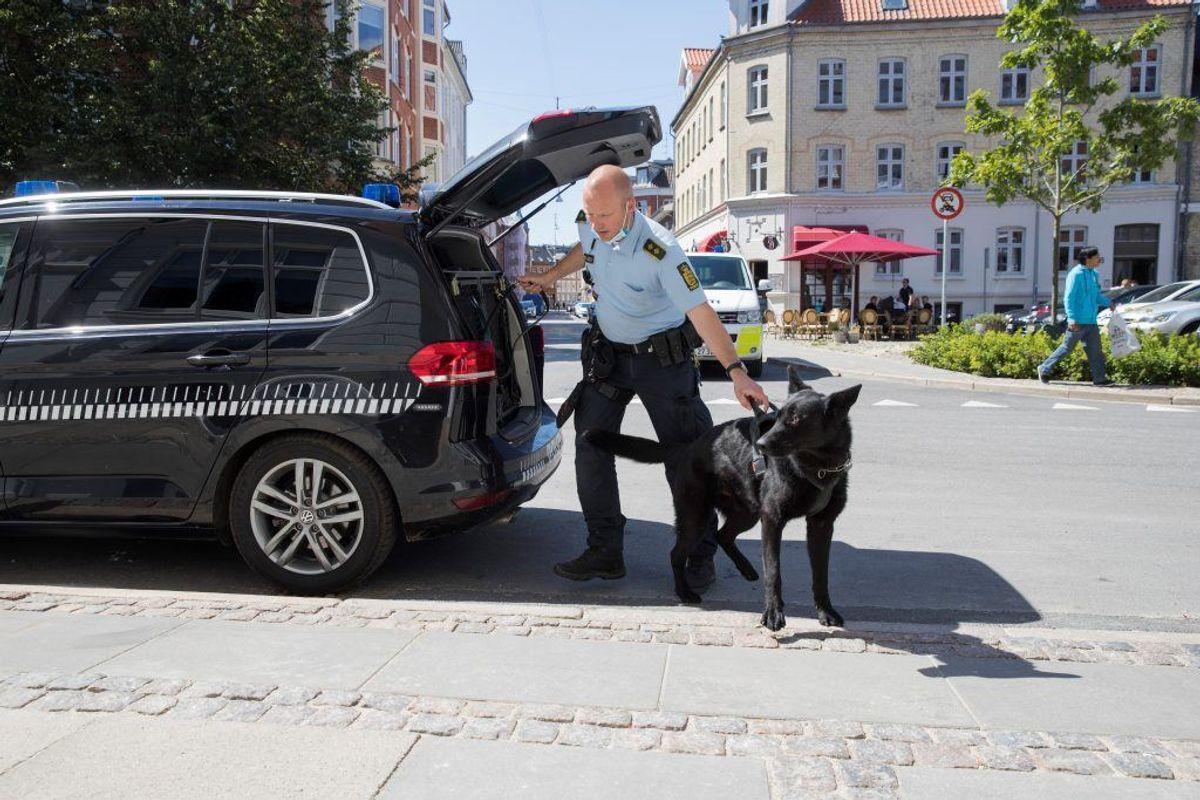 Politiet var massivt til stede som følge af knivstikkeriet. KLIK VIDERE FOR FLERE BILLEDER. Foto: Rasmus Skaftved