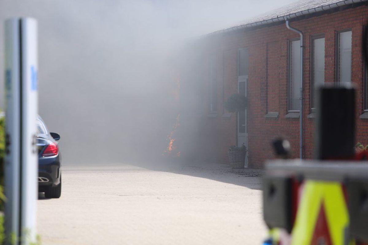 Hovedstadens Beredskab er massivt til stede. KLIK VIDERE FOR FLERE BILLEDER. Foto: Presse-fotos.dk