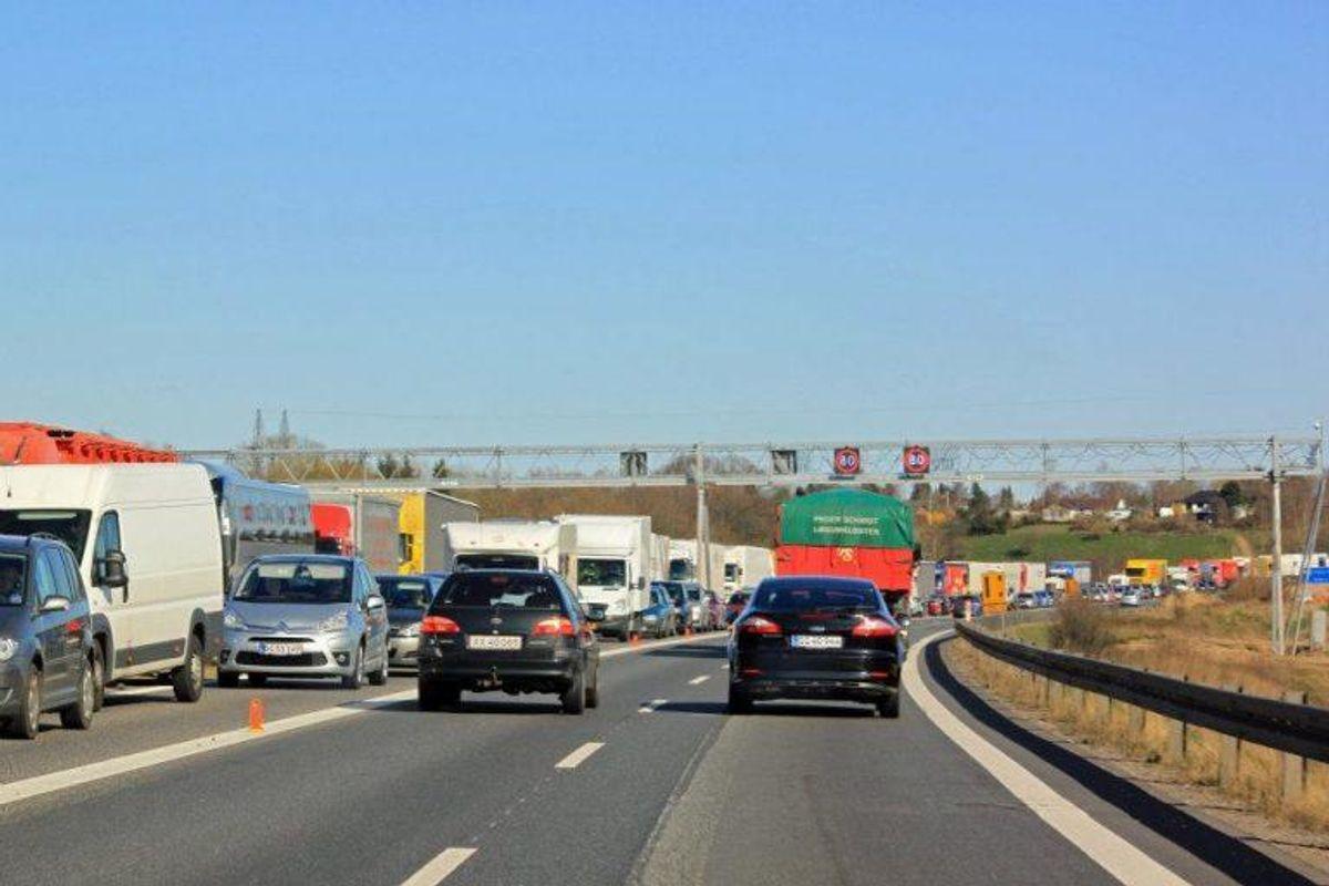 Køgebugt og Vestmotorvejen er en evig kømagnet – og sommerferien er ingen undtagelse. Arkivfoto: Elo Christoffersen.
