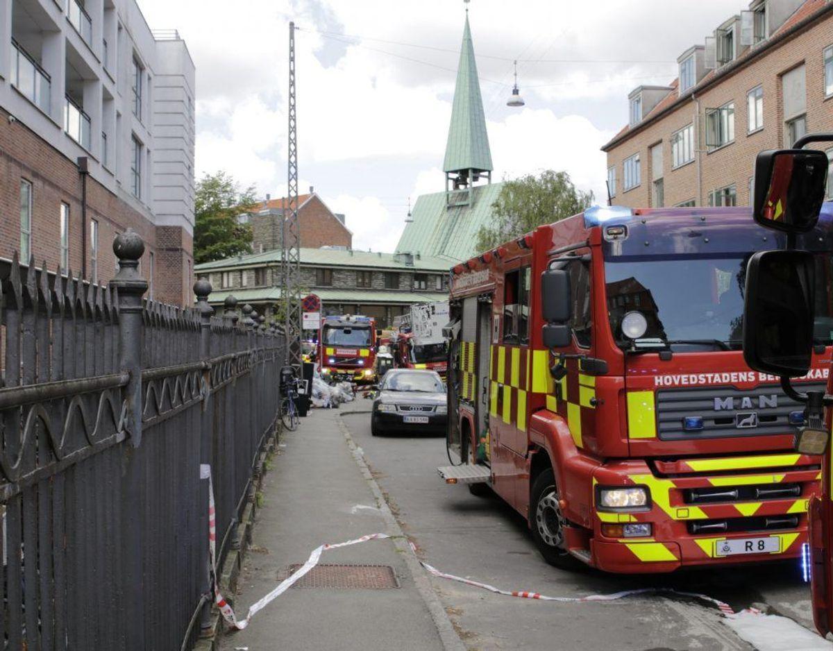 Politi og brandvæsen er på sagen. Foto: Presse-fotos.dk.
