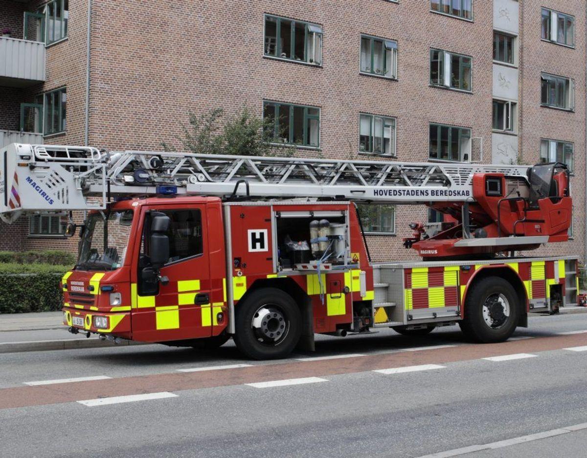 Politi og brandvæsen er på sagen. Foto: Presse-fotos.dk. KLIK for mere