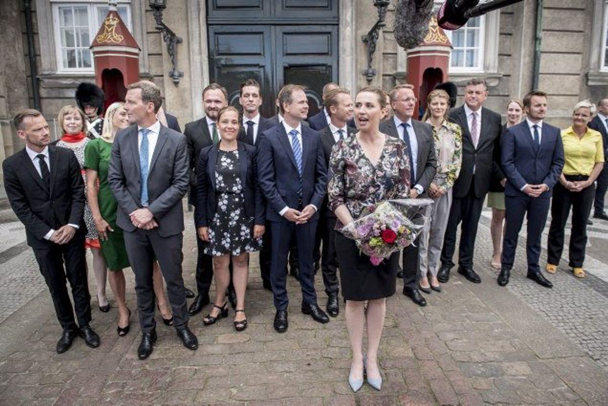 """Da statsminister Mette Frederiksen (S) torsdag præsenterede sin nye regering foran Amalienborg, fastslog hun, at den allerførste opgave bliver at sikre """"en ret til tidligere pension for nedslidte"""". Foto: Mads Claus Rasmussen/Scanpix"""