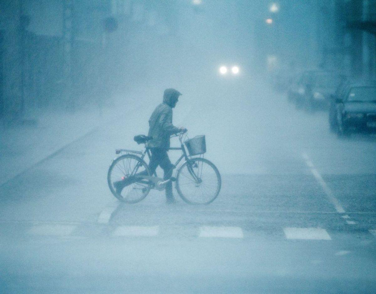 Vejret bliver formentlig voldsomt flere steder i landet lørdag. Det mener man hos DMI. Arkivfoto: Scanpix.
