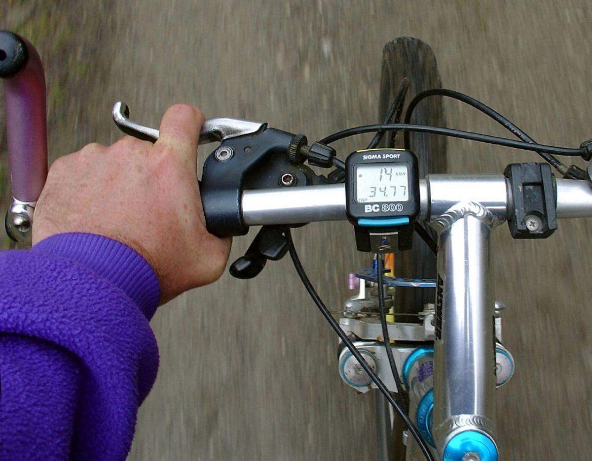 Hvis du er cyklist, så er det vigtig, at du orienterer dig grundigt i krydset og fra sideveje. Foto: Scanpix