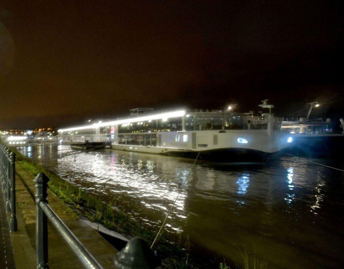 Det var dette hotelskib, der sejlede ind i turbåden onsdag aften. Foto: GERGELY BESENYEI/Ritzau Scanpix)