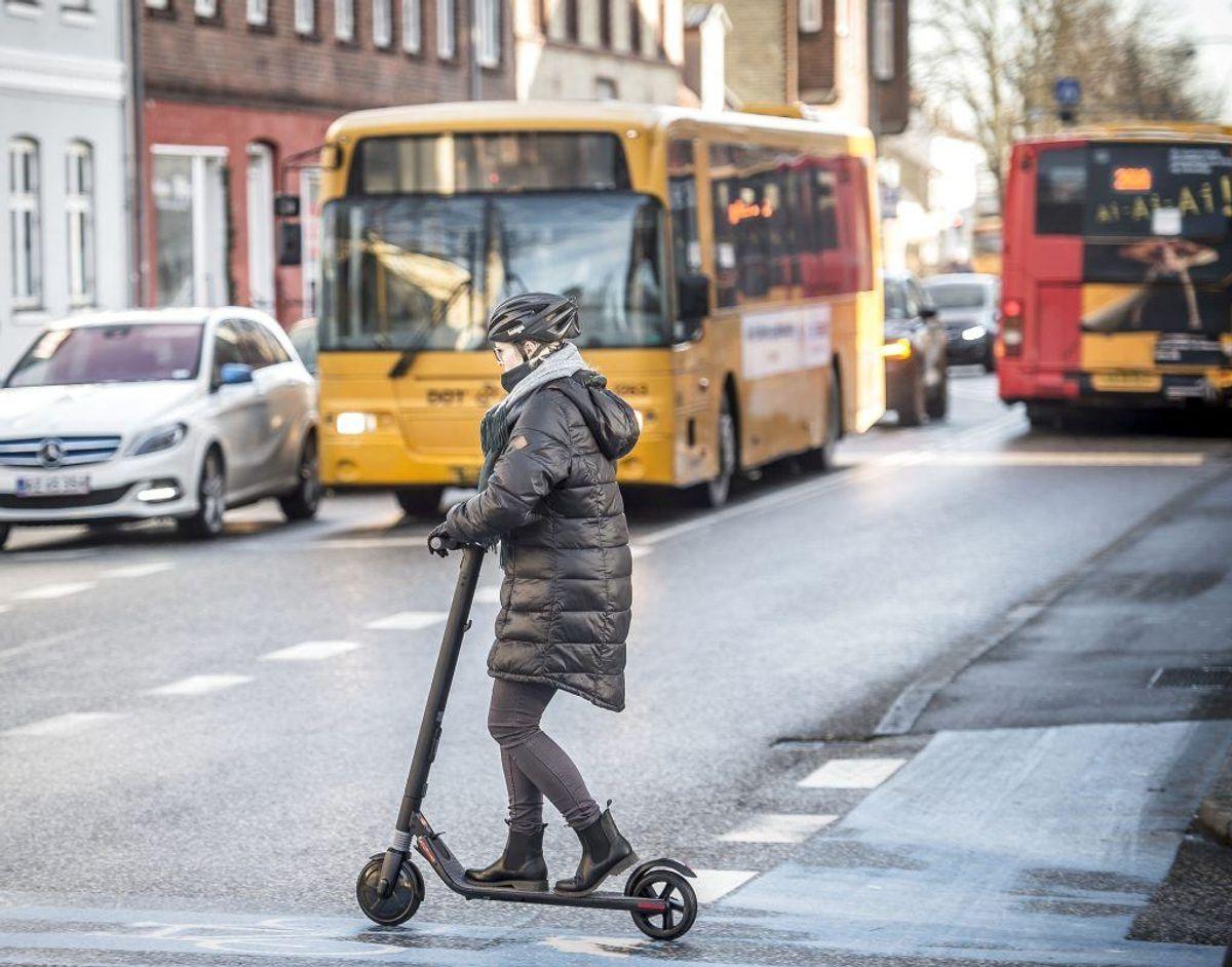 De elektriske løbehjul blev – som forsøg – gjort lovlige herhjemme den 17. januar. KLIK VIDERE OG SE, HVAD DER GÆLDER AF REGLER FOR DE NYE TRANSPORTMIDLER.. (Foto: Scanpix)