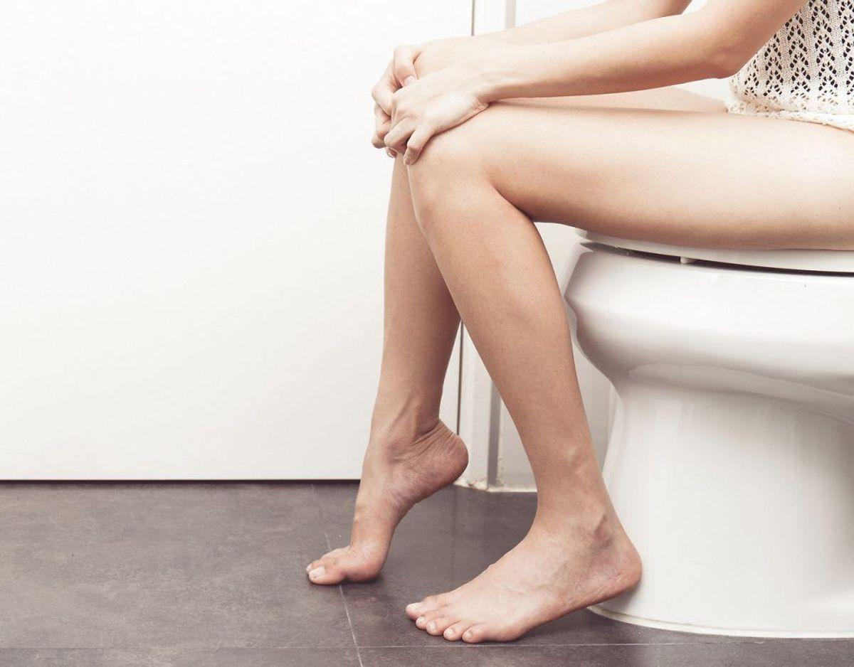 Maveproblemer, eksempelvis i form af mavesmerter, luft i maven over længere tid eller en vekslen mellem forstoppelse og tynd afføring, kan være symptomer på tarmkræft. Foto: Scanpix