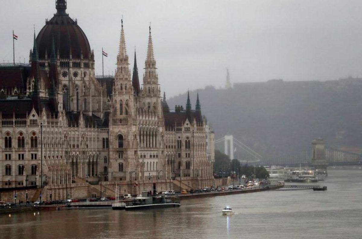 Al bådtrafik er indstillet på floden. KLIK FOR FLERE BILLEDER. (Foto: Scanpix)