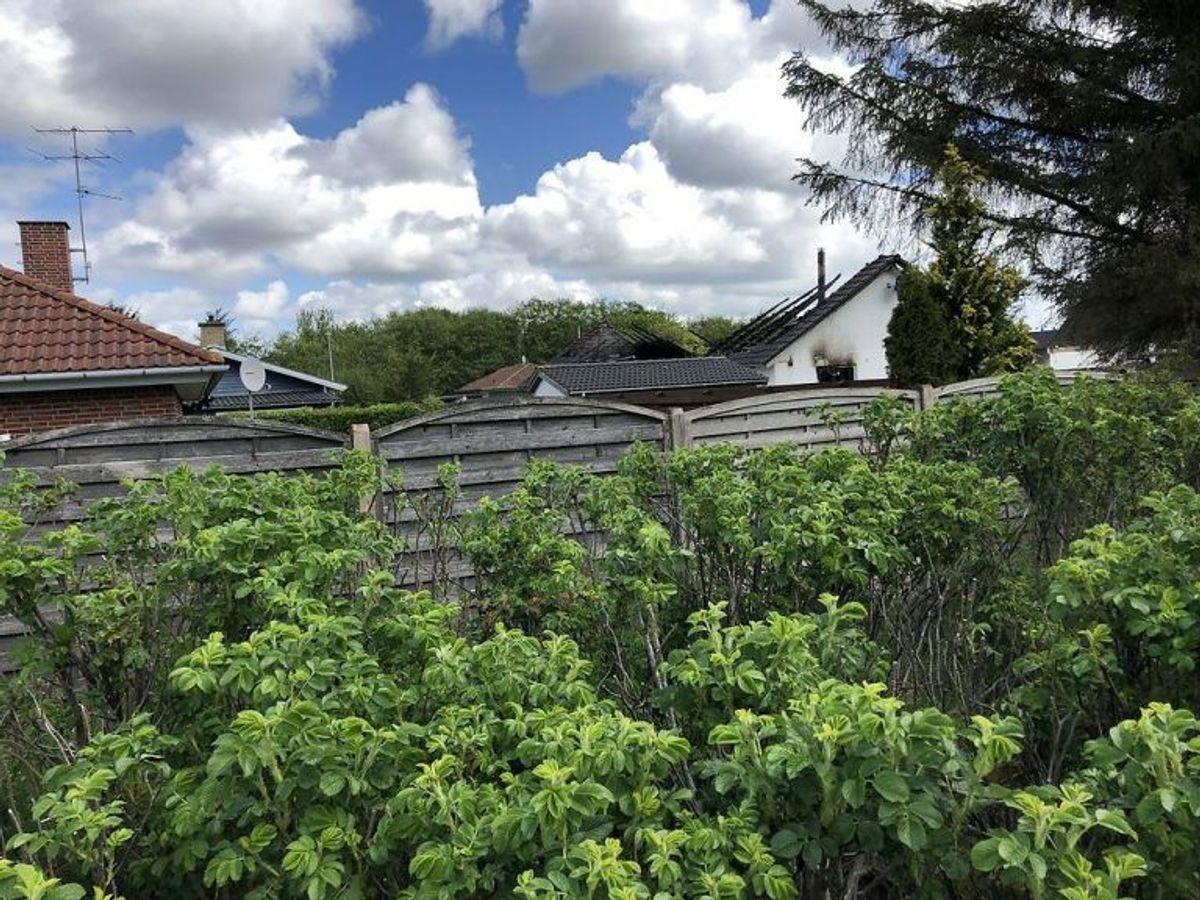 Politiet afspærrede tirsdag et stort område omkring huset i Blåvand. Klik og se flere billeder derfra. (Foto: Scanpix)